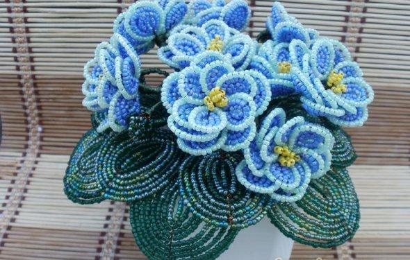 Цветы в горшках из бисера