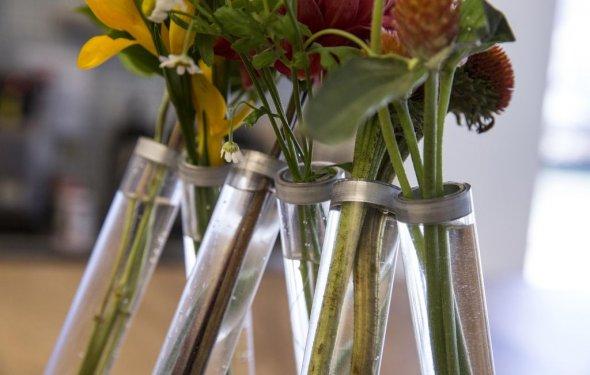 Небольшие дизайнерские вазы из